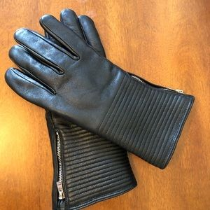 3/20$ Leather gloves